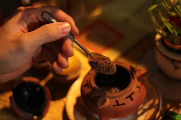 Cách sử dụng trầm hương để xông nhà