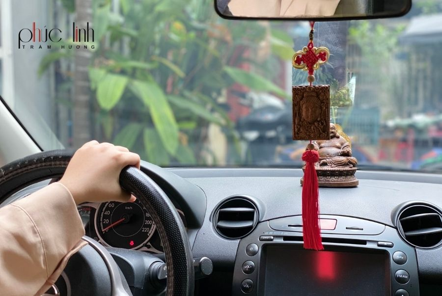 day-treo-xe-o-to-phong-thuy-tuong-phat-tram-huong (5)