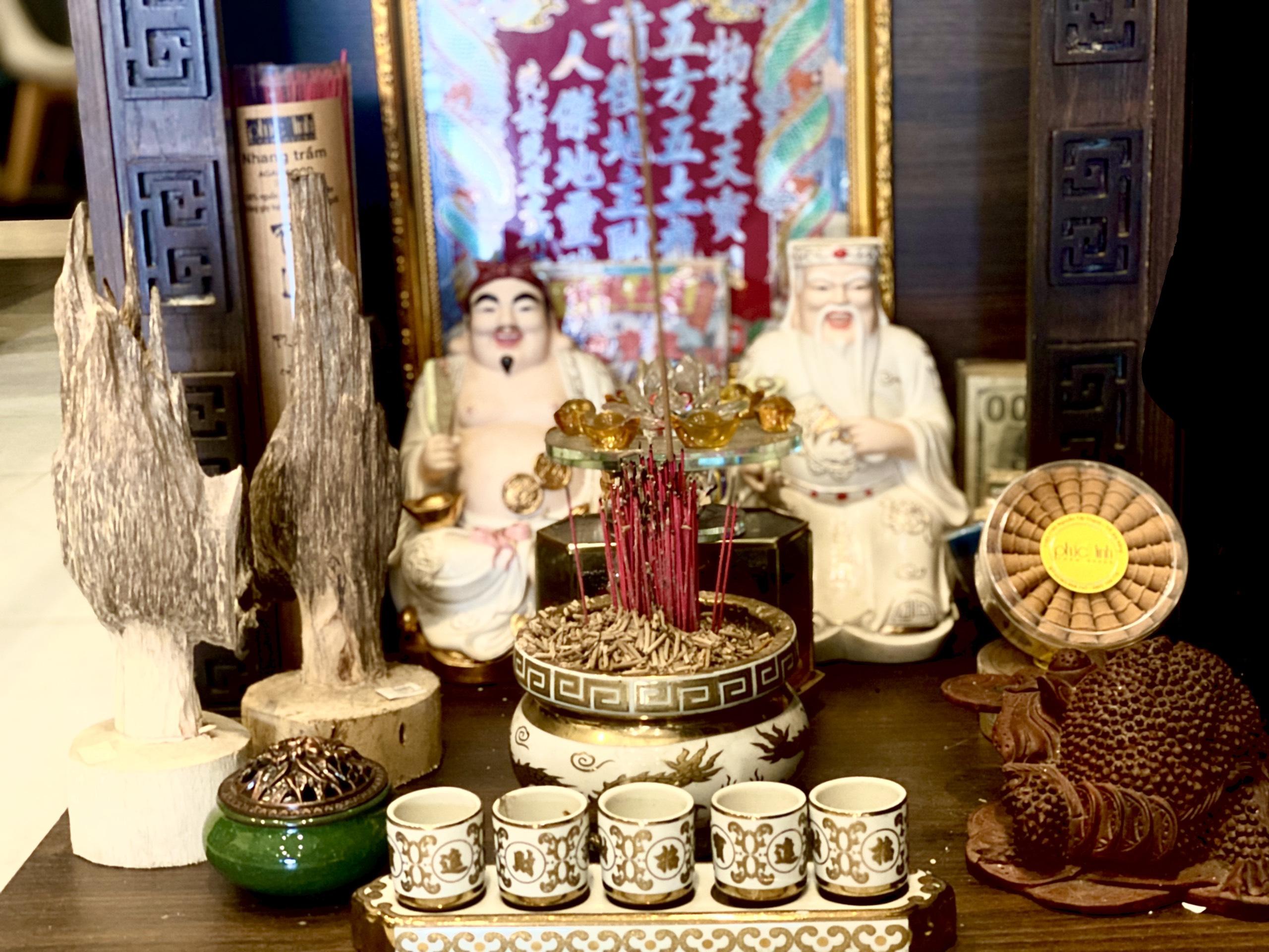Nụ Trầm Hương được sử dụng ở những bàn thờ Ông Địa, Ông Thần Tài nhằm tăng thêm vượng khí tài lộc